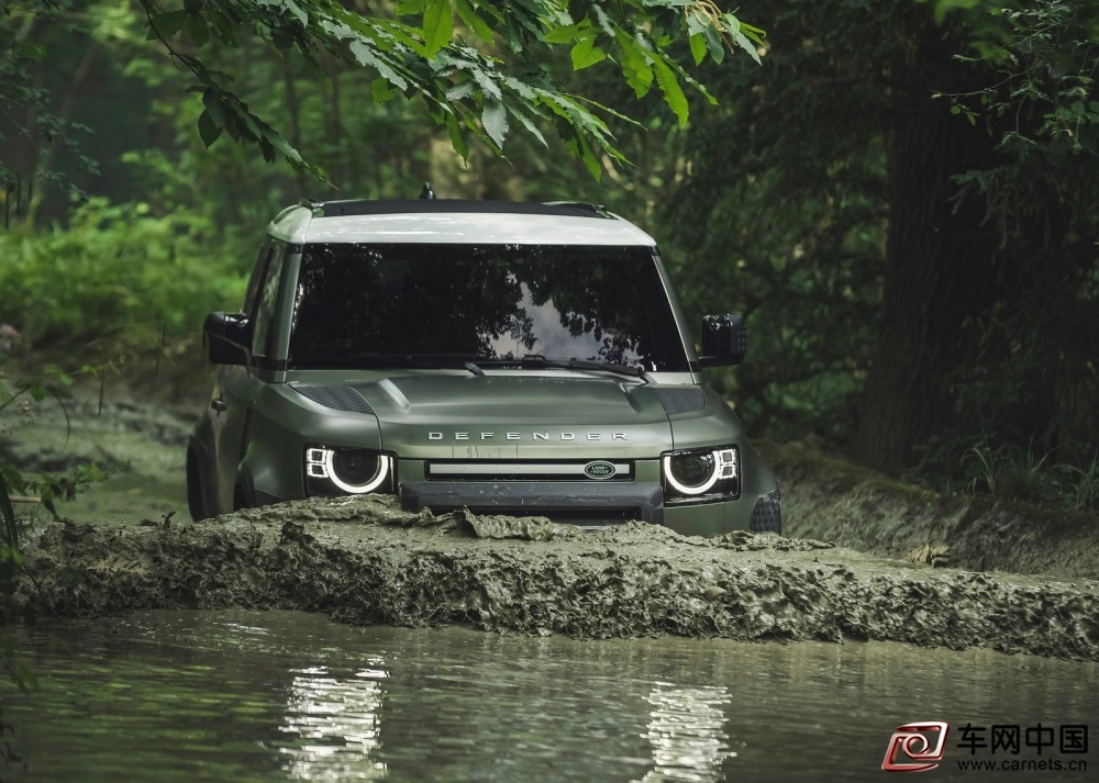 Land_Rover-Defender_90-2020-1600-30