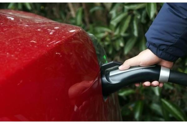 """77%充电桩不符要求,被评""""严重风险"""",750伏高"""