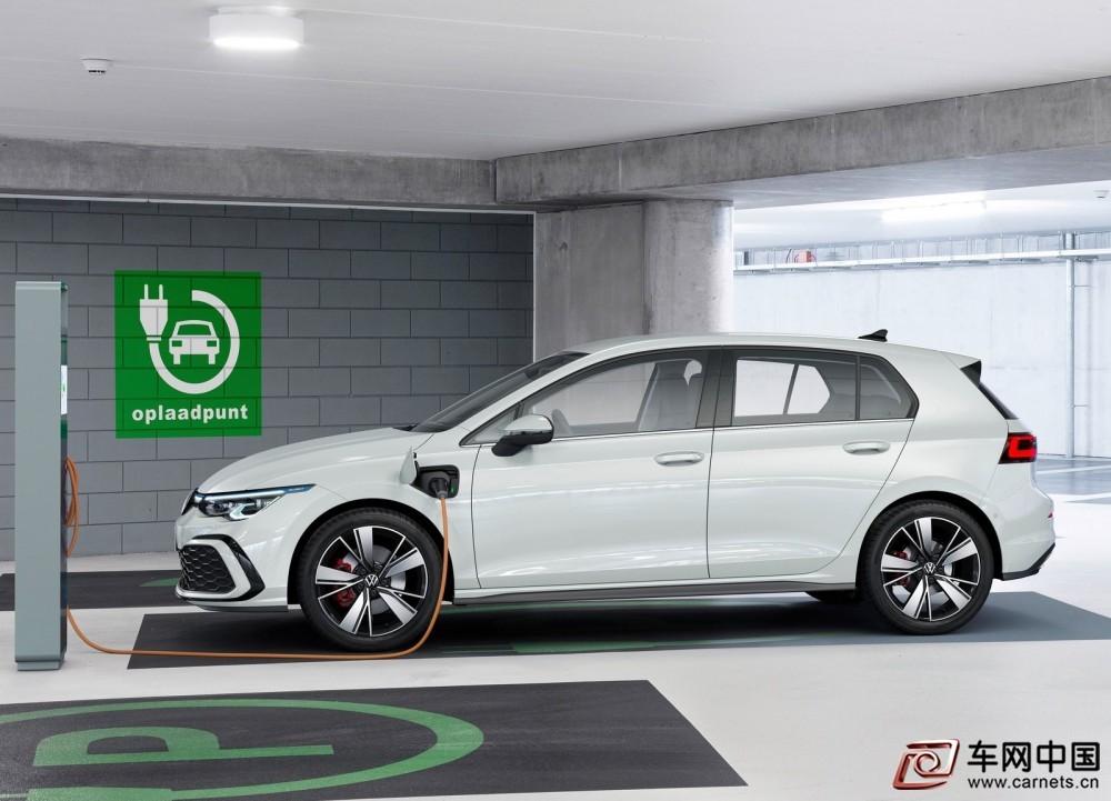 Volkswagen-Golf-2020-1600-12