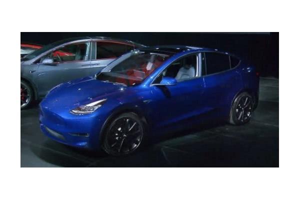 特斯拉发布首张Model Y量产车型图片