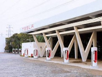 特斯拉将在华新建4000个超充桩 业内:充电桩市场