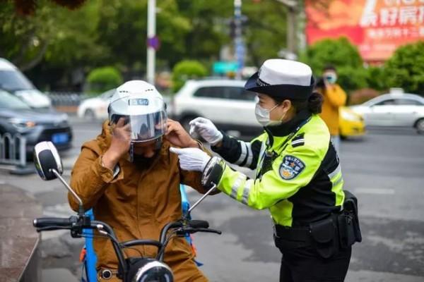 南京7月1日起,骑乘电动车未戴头盔将被罚!