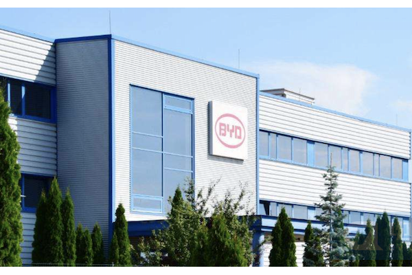 比亚迪巴西磷酸铁锂电池工厂投产 年产1.8万个电