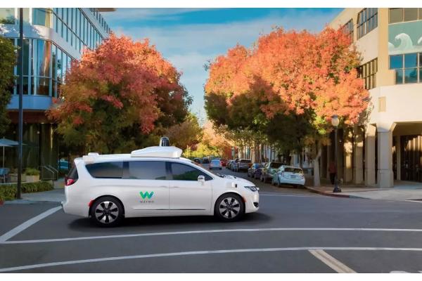 谷歌Waymo开放完全无人出租服务 将有超300辆汽