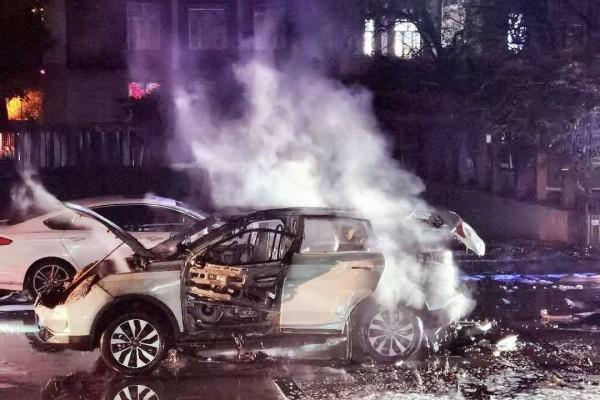 威马EX5在北京起火爆炸 35天内发生四起自燃事故