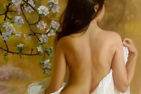 女性背部的曲线美