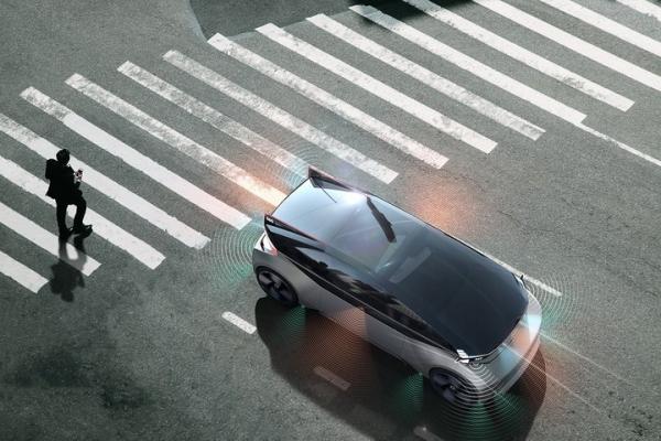 自动驾驶新花样 沃尔沃利用声音和灯光与行人交