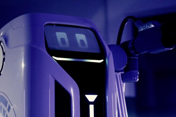 解决充电痛点 大众推出全自动电动车移动机器人
