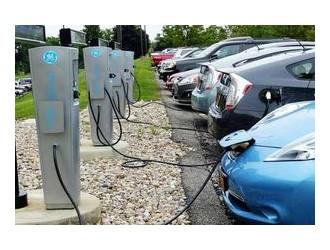 北京累计建成新能源汽车充电桩22.5万个 换电站1