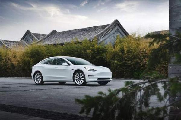 特斯拉:年底前可能无法实现完全自动驾驶技术