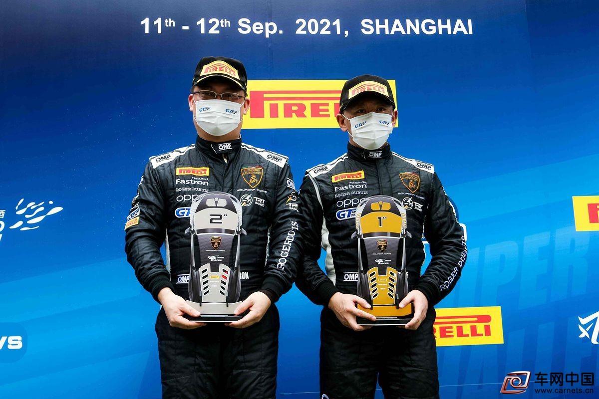01 - GT短程绅士杯领奖台(左:康志龙 右:李强)
